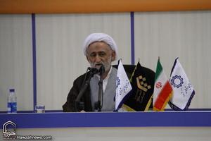 آيت الله اميني معتمد رهبري و مراجع است/ باید از رهبری تبعیت کرد و از افراط و تفریط دوری گزید